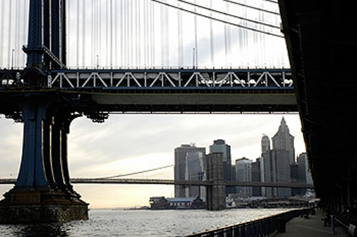 Stock Photo: 1566-0115301 Manhattan Bridge and skyline. New York City. USA