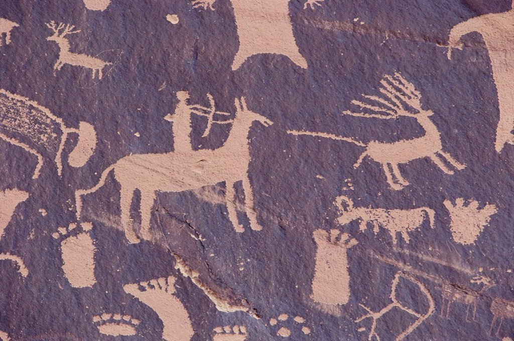 Stock Photo: 1566-0120495 Petroglyphs, Anasazi culture. Newspaper Rock State Historic Park. Utah. USA