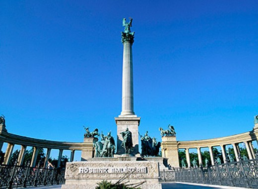 Stock Photo: 1566-0126514 Heroes´ Square and Millenary Monument. Budapest. Hungary