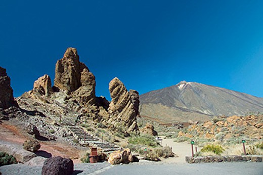Stock Photo: 1566-0126671 Mount Teide and Roques de García, Parque Nacional del Teide. Tenerife, Canary Islands. Spain