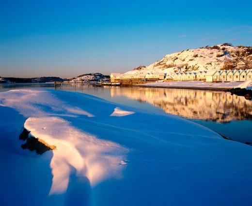Stock Photo: 1566-0135668 Beach huts in winter. Sweden