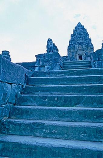 Sandstone sanctuaries at former State Temple of Phnom Bakjemg (built in the 10th century by Yasorvarman). Siem Reap. Cambodia : Stock Photo