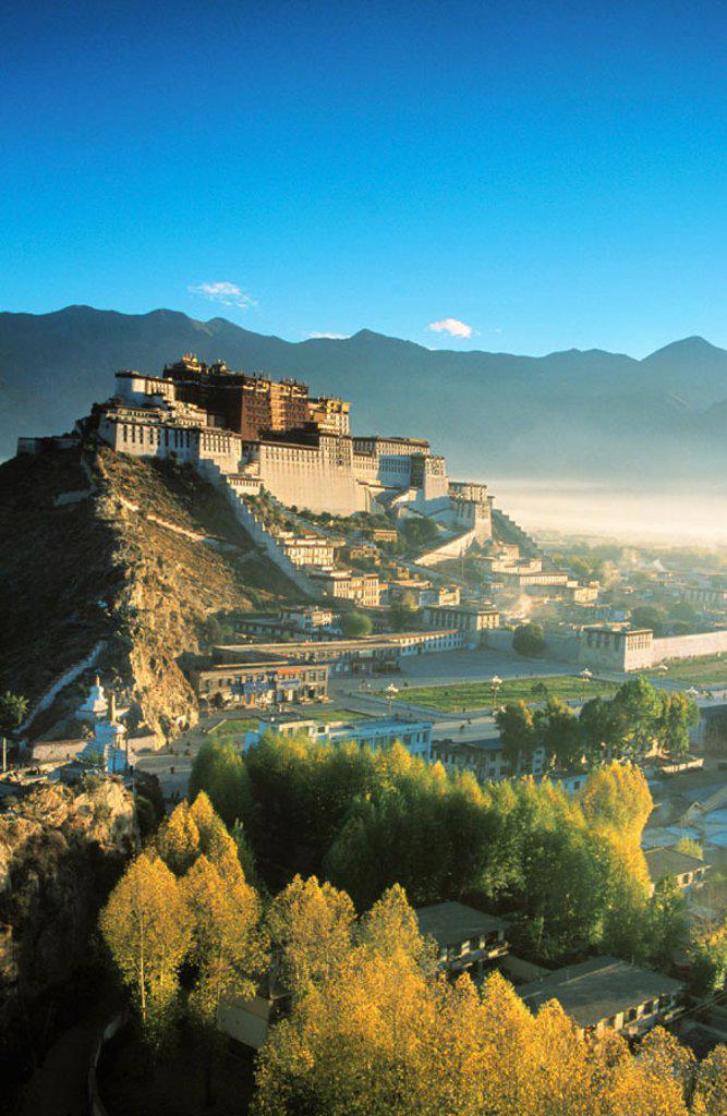 Stock Photo: 1566-0140201 Potala Palace, exiled Dalai Lama´s winter palace. Tibet