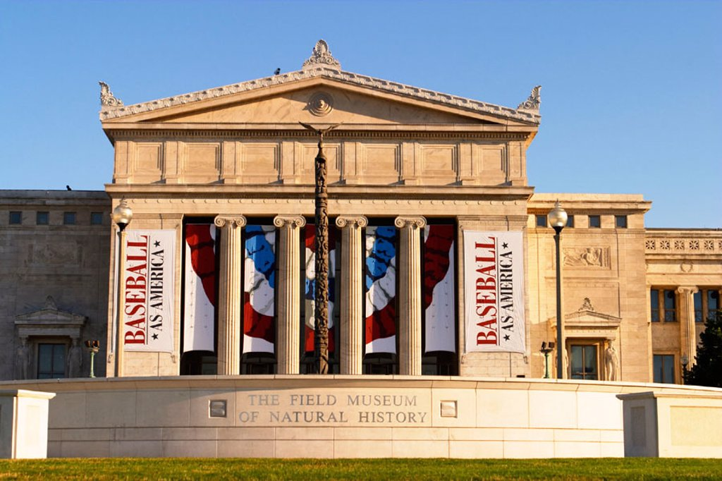Field Museum of Natural History, exterior and North entrance, columns and banners. Chicago. Illinois, USA : Stock Photo