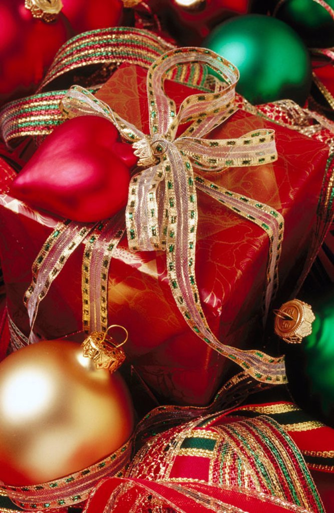 Stock Photo: 1566-0145542 Wrapped Christmas present and ornaments