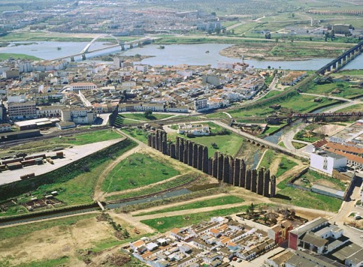 Stock Photo: 1566-0148019 Aerial view of merida and the aqueduct. Badajoz province. Extremadura. Spain