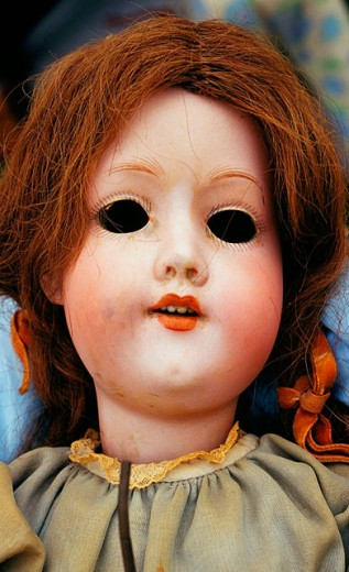 Stock Photo: 1566-0149685 Old doll face