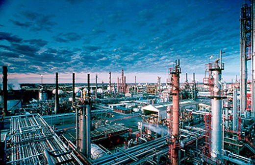 Stock Photo: 1566-0150353 Petrochemical oil refinery