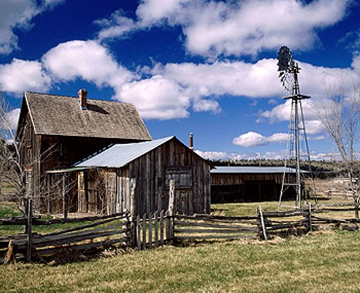 Stock Photo: 1566-0150766 Old homestead in Central Oregon, near Madras, Jefferson County. Oregon. USA