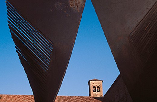 Sculpture and church. Padua. Veneto. Italy : Stock Photo