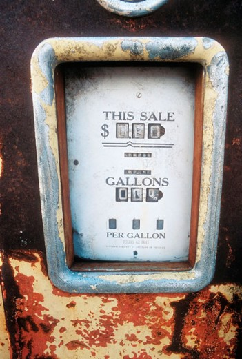 Stock Photo: 1566-0158016 Old gas pump from Route 66, USA