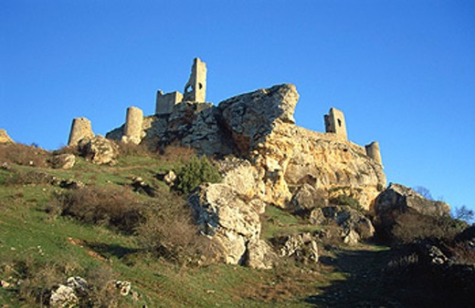 Stock Photo: 1566-0158080 Castle and medieval walls dating 14th century. Calatañazor. Soria province. Spain