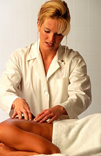Stock Photo: 1566-0159365 Massage therapist