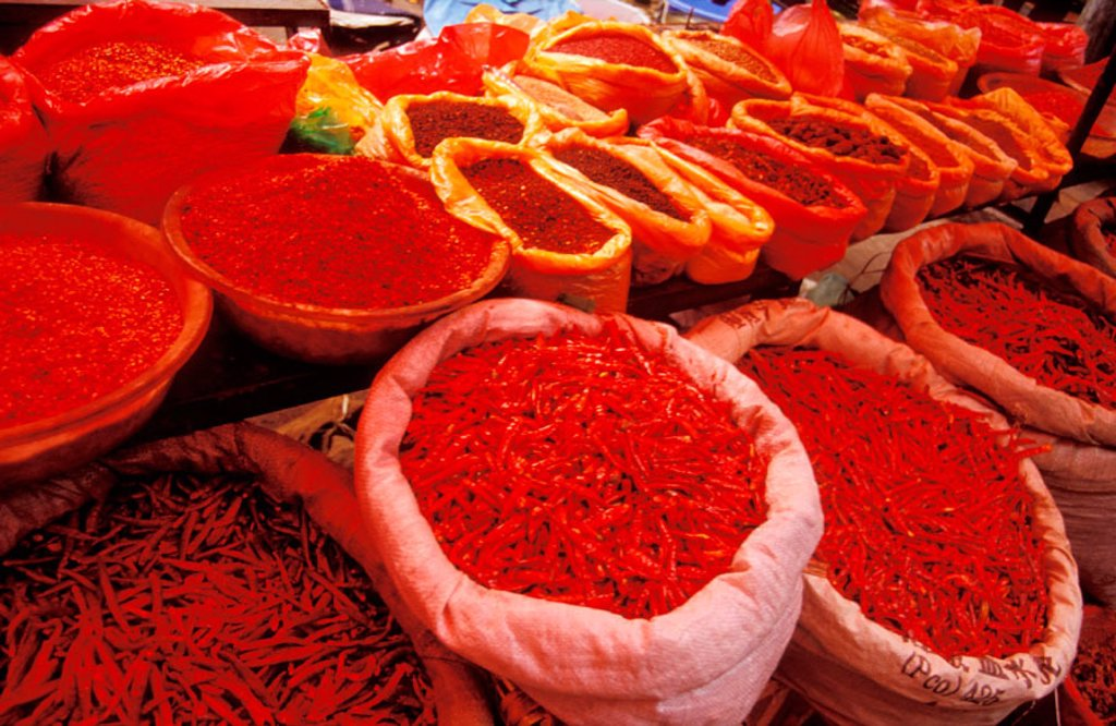 Stock Photo: 1566-0160677 Chili peppers at spice market. Lijiang. Yunnan province. China