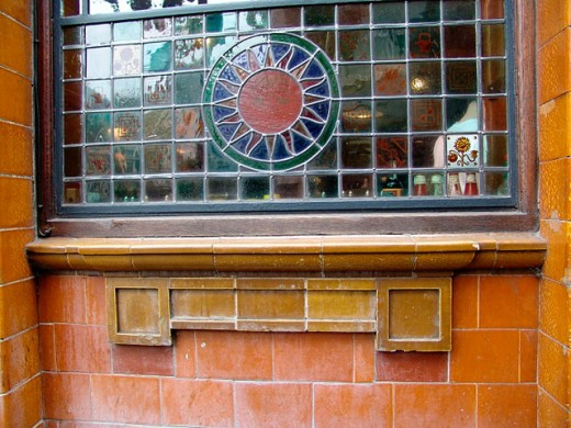 Stock Photo: 1566-0163475 The stained glass window of a pub in London