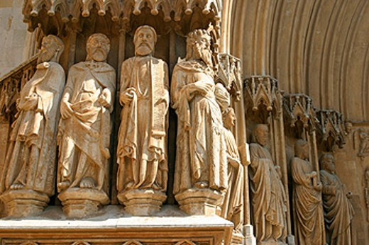 Stock Photo: 1566-0173775 Detail on statues, main front of Gothic cathedral (built 12-14th century). Tarragona. Spain