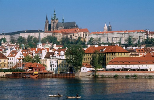 Stock Photo: 1566-0184639 Castle district, Vltava river, fishermen. Prague. Czech republic.