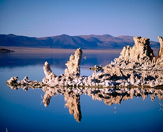 Stock Photo: 1566-0186571 ´Tufa´ towers geological formations along the South shore of Mono Lake. California, USA