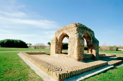 La Fontanilla, old public fountain dating from 13th century: Christopher Columbus took here water for his voyage before leaving. Palos de la Frontera. Huelva province, Andalusia, Spain : Stock Photo