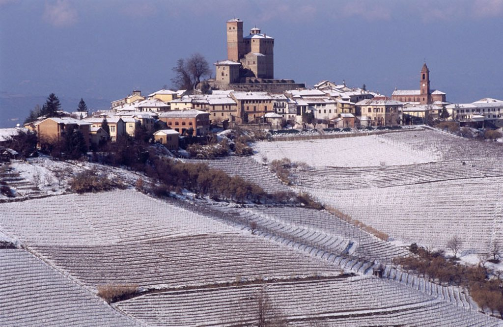 Serralunga di Crea. Langhe region, Piedmont, Italy : Stock Photo