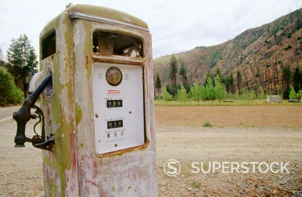 Stock Photo: 1566-0190828 Old gas station outside Chelan, Washington. USA.