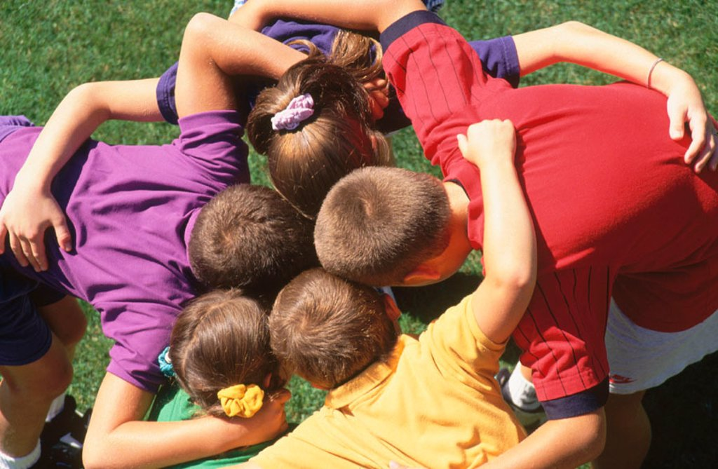 Stock Photo: 1566-0196386 Children huddle.