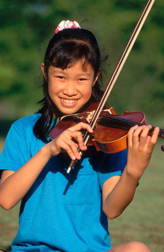 Stock Photo: 1566-0196390 Girl playing violin.