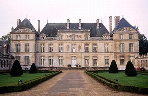 Château de Raray. Picardy region. North of France. : Stock Photo