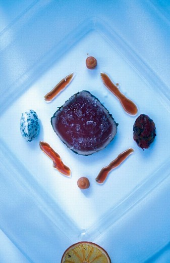 Rare tuna loin, sweet potato, aioli. L´Écrivain restaurant. Dublin. Ireland. : Stock Photo