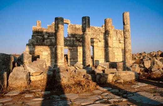 Stock Photo: 1566-0197357 Ruins of Apamea (founded 2nd century B.C., rebuilt after earthquake 115 B.C.). Syria