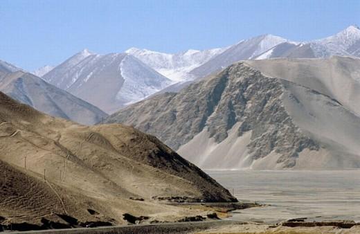 Stock Photo: 1566-0198152 Pamir Mountains sand mountains, Karakoram Highway. Xinjiang province, China