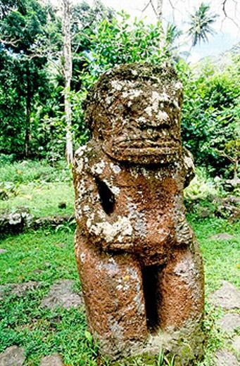 Basalte statue of a ´tiki´ (local ancient divinity). Puamau ´meae´ (stone open air ancient temple). Hiva Oa island. Marquesas archipelago. French Polynesia : Stock Photo