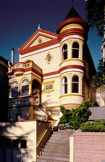 Stock Photo: 1566-0199467 Victorian house nicknamed ´painted lady´. Alamo square. San Francisco. California. USA.