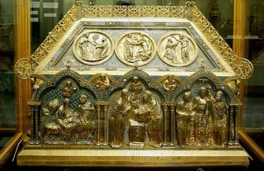 Chest preserved in the treasure museum of Notre Dame cathedral. Tournai. Hainaut, Belgium : Stock Photo