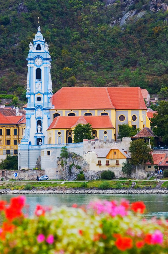 Stock Photo: 1566-0206585 Austria. Wachau valley. River Danube. Durnstein parish church