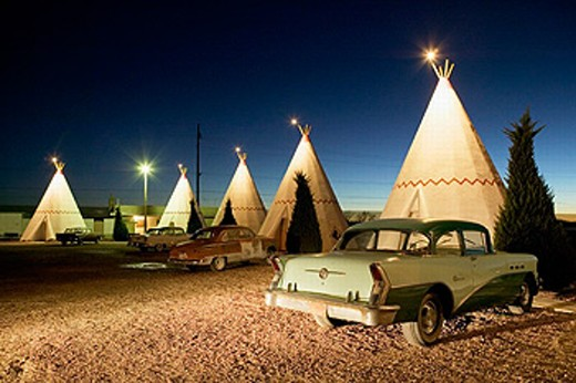 Wigwam motel concrete teepees and 1954 Buick on Route 66 at evening. Holbrook. Arizona, USA : Stock Photo