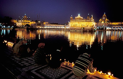 Sikh Pilgrims at the Golden Temple in Amritsar, laminated at night, India. : Stock Photo