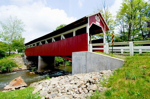 The wooden covered bridge Glessner in the county of Sommerset and township of Stoney Creek at Shanksville PA Pennsylvania : Stock Photo