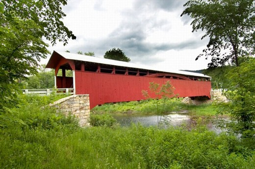 The wooden covered bridge Glessner in the county of Sommerset and township of Stoney Creek at Shanksville. Pennsylvania. USA : Stock Photo