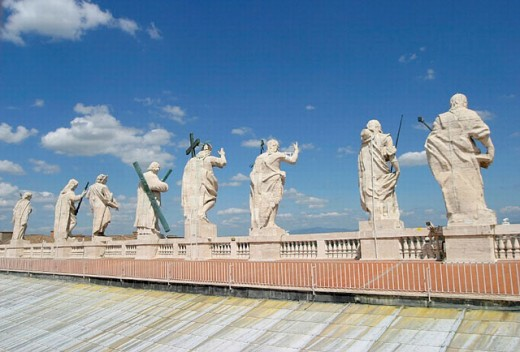 Stock Photo: 1566-0220439 Statues of Jesus and the apostles. St. Peter´s Basilica. Vatican City. Rome. Italy