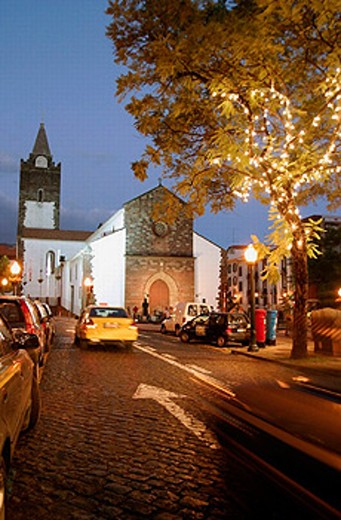 Stock Photo: 1566-0220558 Sé (Funchal cathedral) (s.XV). Night view. Funchal. Madeira. Portugal.