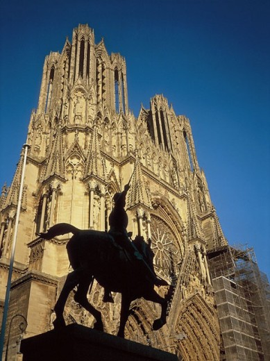Cathedral and Joan of Arc statue. Reims. France : Stock Photo