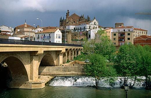 Stock Photo: 1566-0235337 Trujillo bridge. Plasencia. Extremadura. Spain