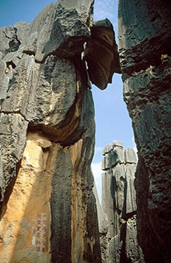 Stock Photo: 1566-0236474 China. Yunnan. Stone forest. Broken sword formation amongst spectacular karst landscapes of the stone forest, near Kunming