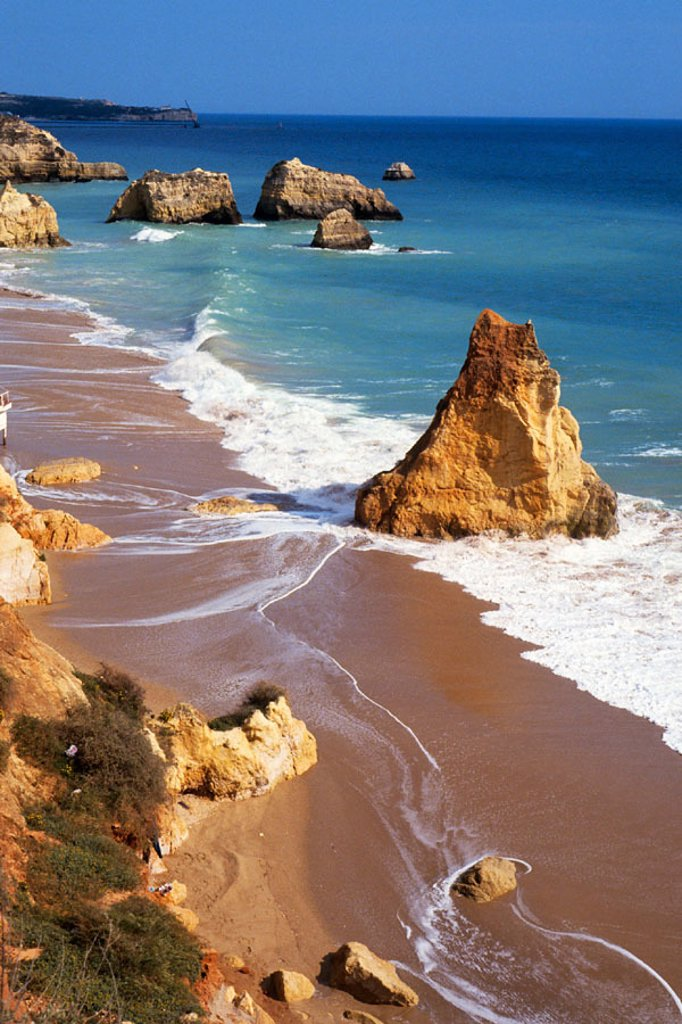 Stock Photo: 1566-0246730 Beach, cliffs. Praia da Rocha. Algarve. Portugal.