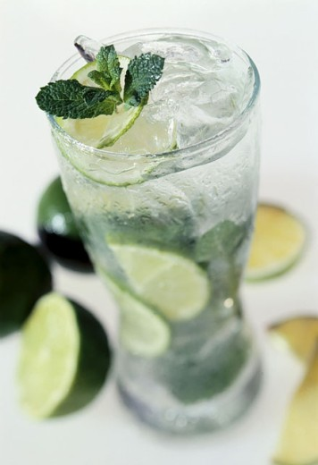Drift-ice with limes and mint : Stock Photo