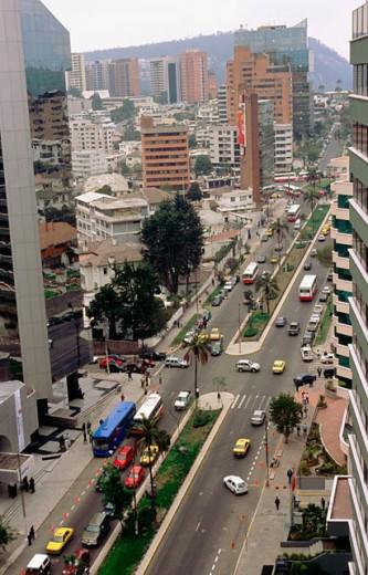 Stock Photo: 1566-045184 Avenida 12 de octubre. Quito. Ecuador