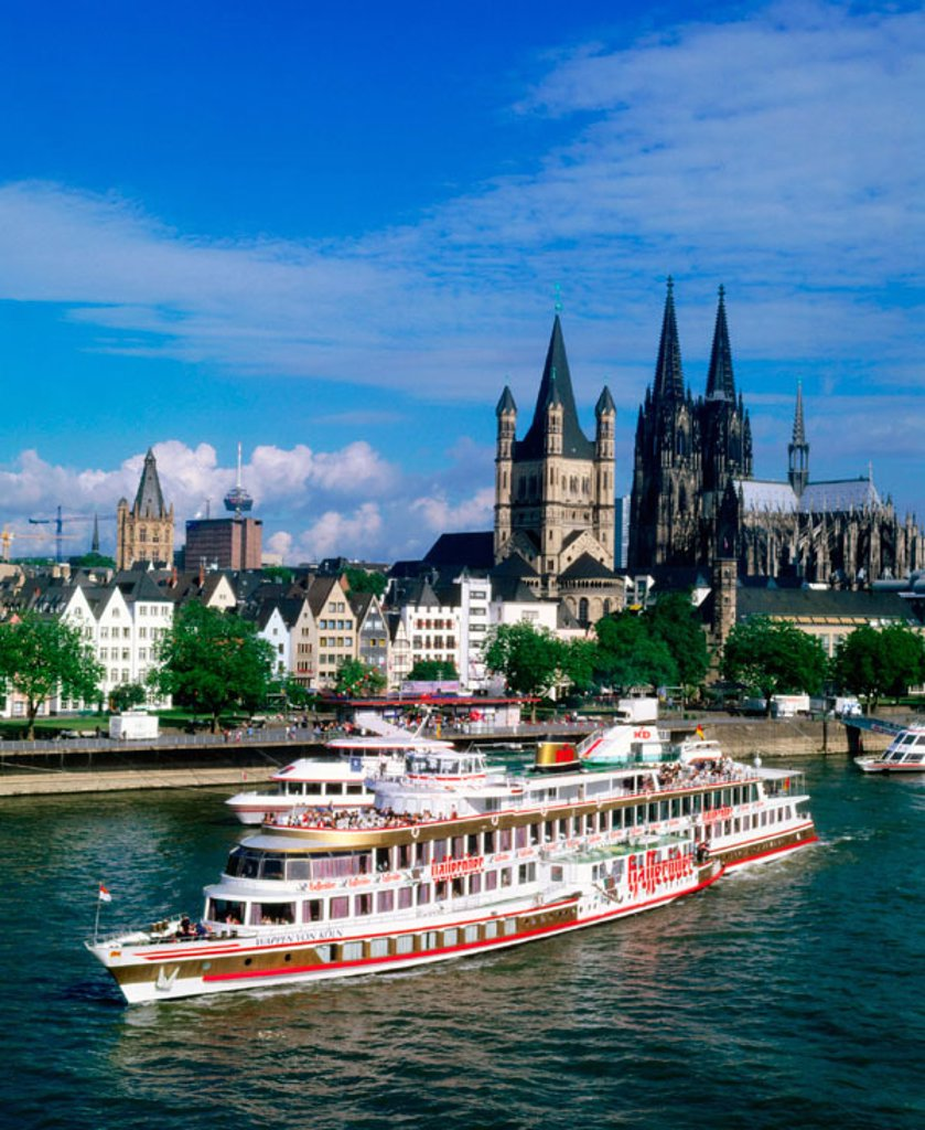 Stock Photo: 1566-046863 A boat on the Rhine River. Cologne. Germany