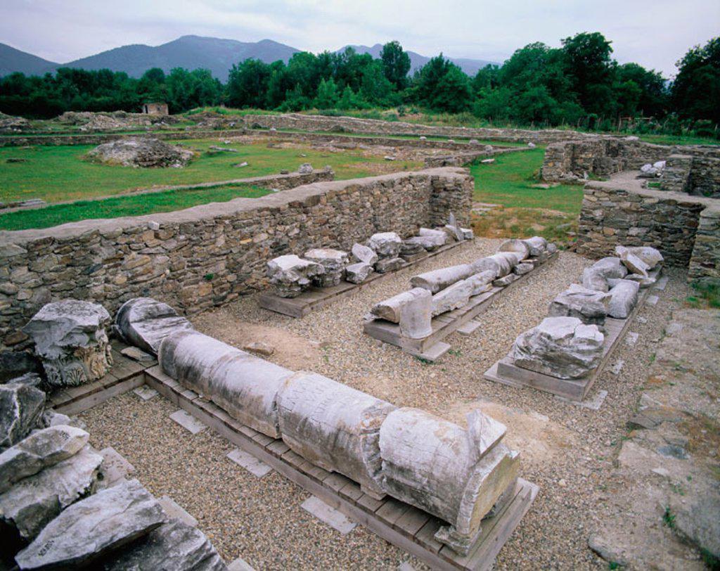 Stock Photo: 1566-047129 Roman ruins. Sarmizegetusa. Transylvania. Romania