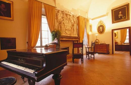 Stock Photo: 1566-049050 Pawnshop. Busseto. Italy